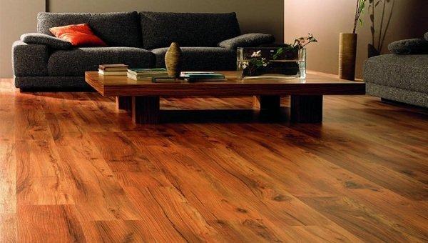 Sàn gỗ công nghiệp bản to có lợi hơn